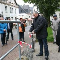 Bürgermeister Breithecker bei der Einweihung des neuen Eingangsbereiches